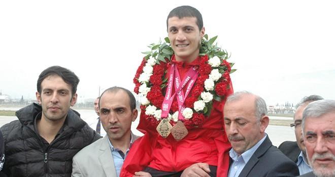 Dünya şampiyonu engelli yüzücü Beytullah Eroğlu, memleketinde coşkuyla karşılandı
