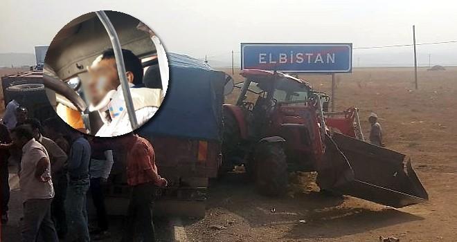 Kamyonla traktör çarpıştı! Sürücü araçta sıkıştı