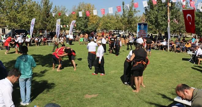Aşırtmalı Aba Güreşi Türkiye Şampiyonası Pazarcık'ta yapıldı