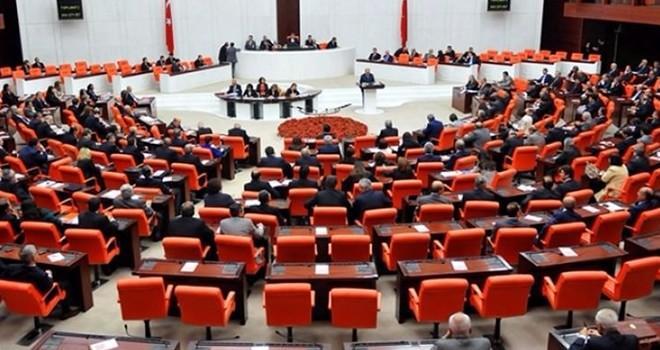 AK Partili vekil 'Evet' deyince, CHP'li vekillerden alkışlı destek!