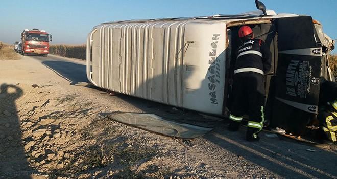 İşçileri taşıyan minibüs devrildi! Çok sayıda yaralı var