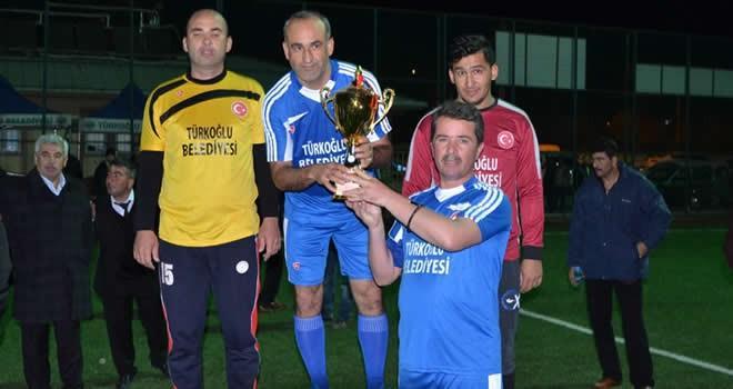 Başkan Okumuş kendi takımının kaptanlığını yaparak takımını şampiyon etti