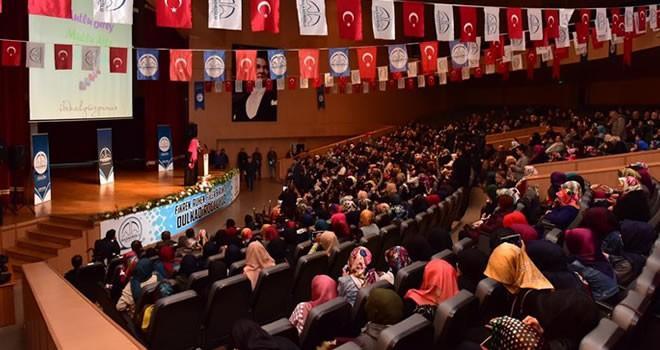İkbal Gürpınar Kahramanmaraş'ta kadınlarla buluştu
