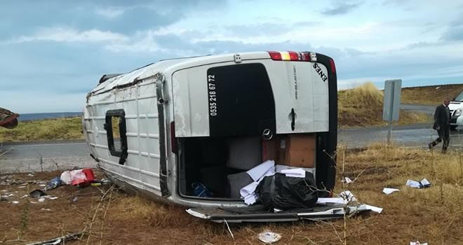 Öğretmenleri taşıyan servis aracı devrildi: 4'ü ağır 16 yaralı