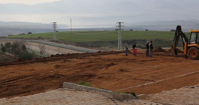 Kahramanmaraş'ta halı saha yapım çalışmaları