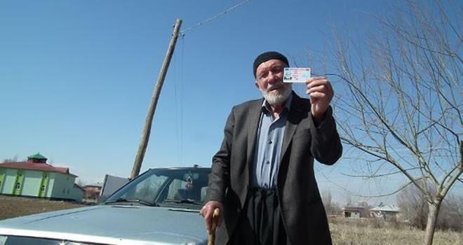 Kahramanmaraş'ta 82 yaşındaki dedenin 'B' sınıfı ehliyet mutluluğu