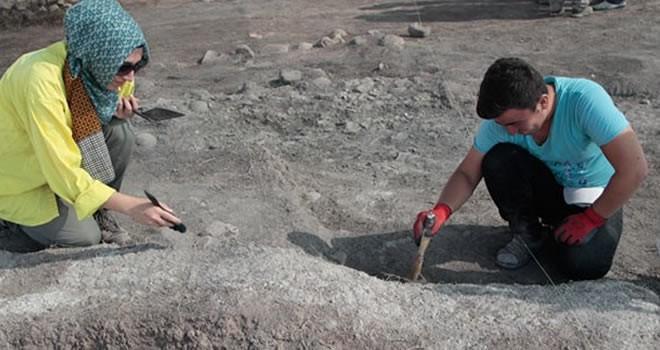 Pazarcık'ta  'hayat ağacı' motifli kaplar bulundu