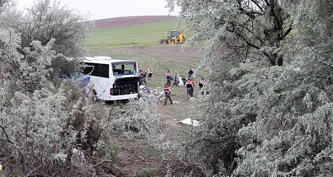 Kalecik ilçesinde yolcu otobüsü devrildi: 8 ölü, 34 yaralı