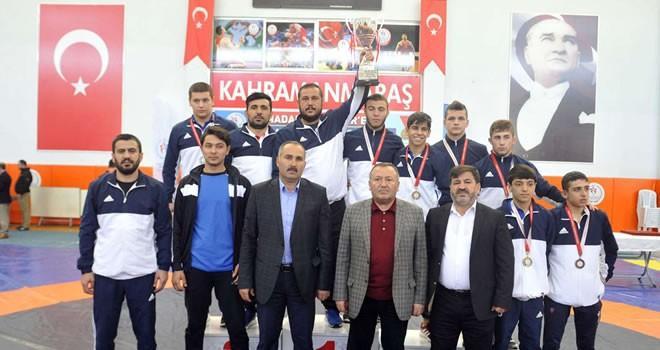 Büyükşehir Belediye Güreş Takımı Yıldızlar Türkiye Güreş Şampiyonası'nda Türkiye birincisi oldu