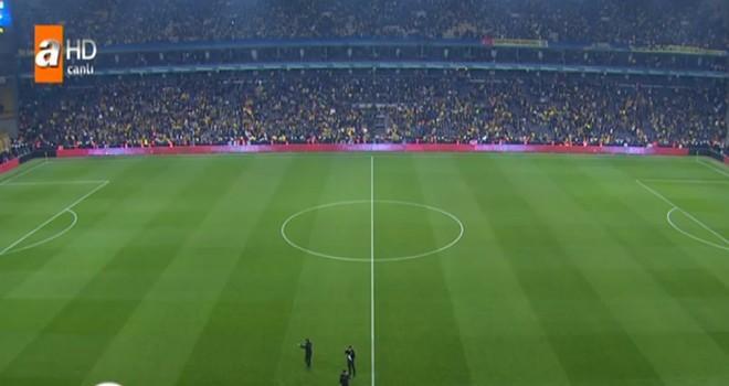 Fenerbahçe-Beşiktaş derbisinde olaylar çıktı, maç tatil edildi!