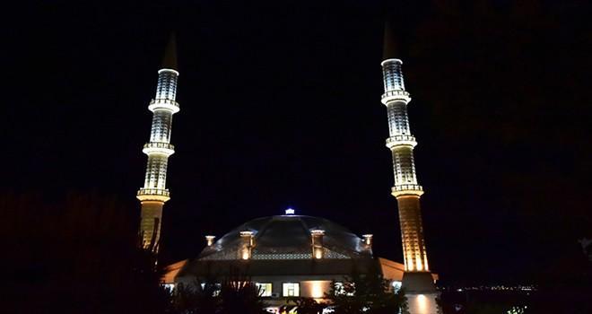 Doğukent Camii ışıl ışıl