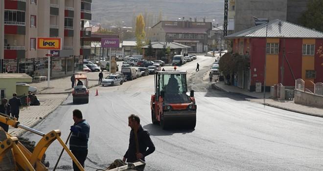 Köşoğlu Caddesi'ne sıcak asfalt
