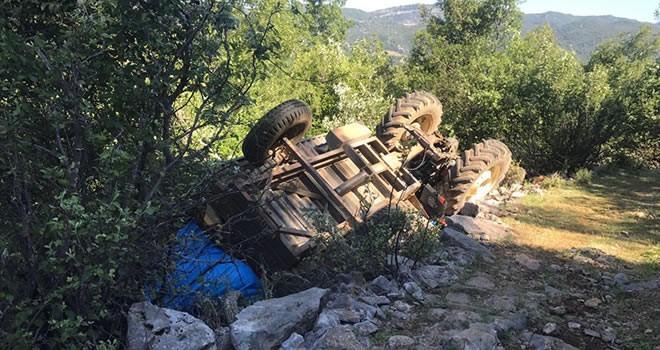 Kahramanmaraş'ta şarampole devrilen traktörden yara almadan kurtuldu