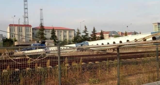 Tren seferleri durduruldu: YHT hattında kaza