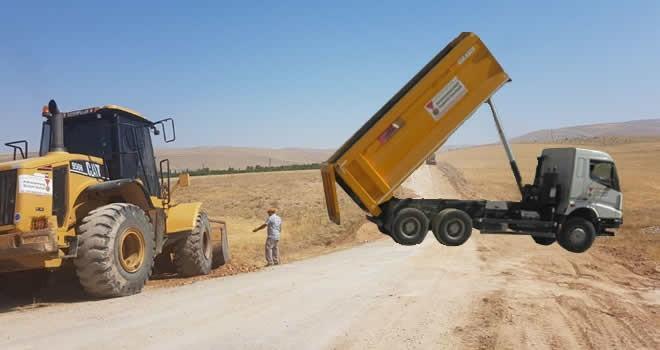 Büyükşehir Belediyesi Demircilik - Türkveren yolunda dolgu çalışması yapıyor