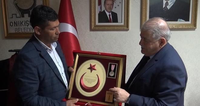 Kahraman Şehit Ömer Halisdemir'in ağabeyinden Başkan Mahçiçek'e anlamlı ziyaret