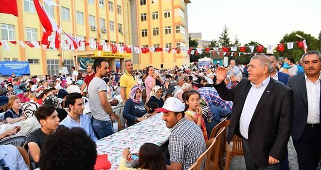 Başkan Mahçiçek, vatandaşlarla iftarda bir araya geldi