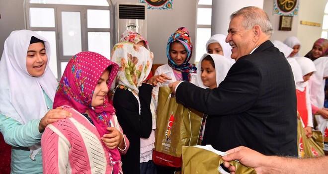 Onikişubat'tan Kur'an kursu öğrencilerine 10 bin adet hediye