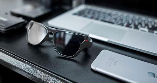 Bu da canlı yayın yapan güneş gözlüğü