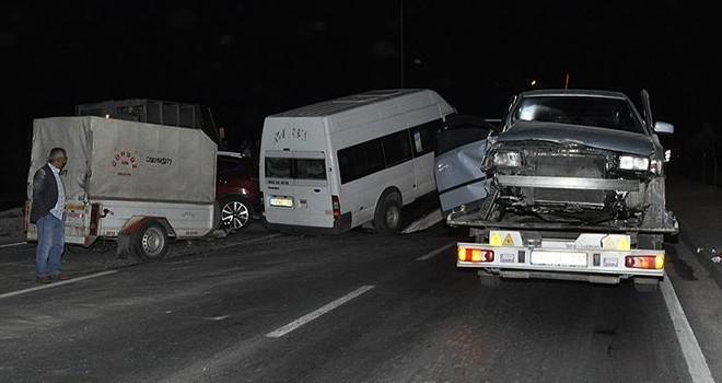 Beş araç birbirine girdi: 11 yaralı