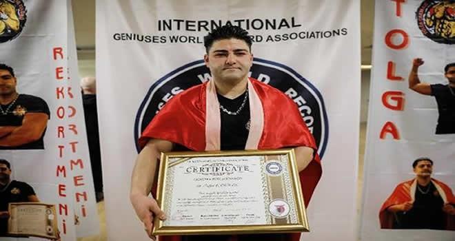 Türk Sporcu Tolga Çakmak Dünya Rekoru Kırdı, Guinness Rekorlar Kitabı'na Girdi!