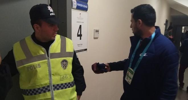 Skandal: Hakem Başakşehirli futbolculardan forma aldı!