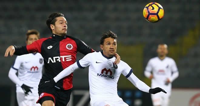 Beşiktaş, Bursaspor'u sahasında 2-1 mağlup etti