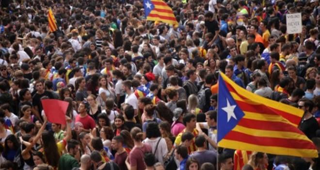Tehditler sonrası Katalonya geri adım attı