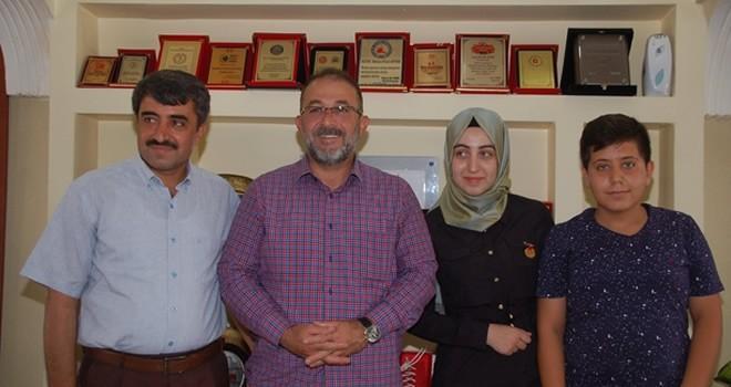 LYS Türkiye birincisi Gürbüz, sevincini Başkan Güven ile paylaştı