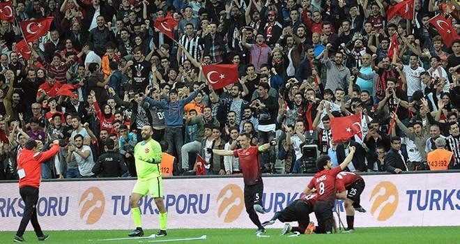 Türk futbolunda tarihi gece! Şampiyon olduk