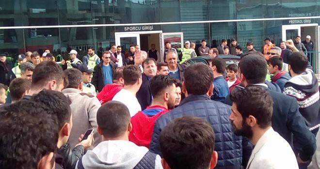 Taraftarlar Mehmet Bulut'u istifaya çağırdı
