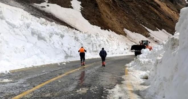 Baharda 3 metre karla mücadele devam ediyor!