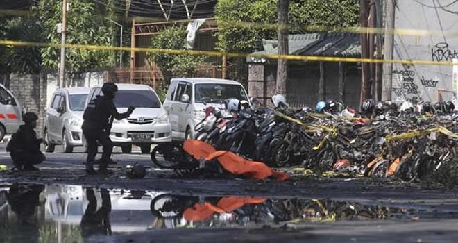 Ülke şokta! 3 kiliseye bombalı saldırı, çok sayıda ölü ve yaralı var