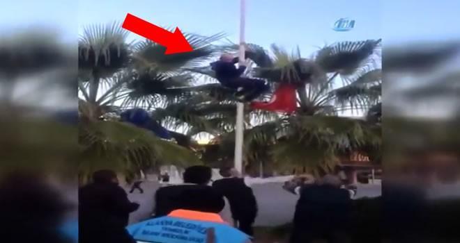 Türk bayrağını indirmek isteyen kişiye linç girişimi!