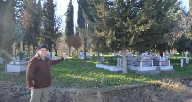 Yıllar sonra farkına varıldı! Mezarlıkta kıble şaşkınlığı