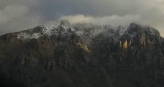Berit Dağı'na mevsimin ilk karı yağdı
