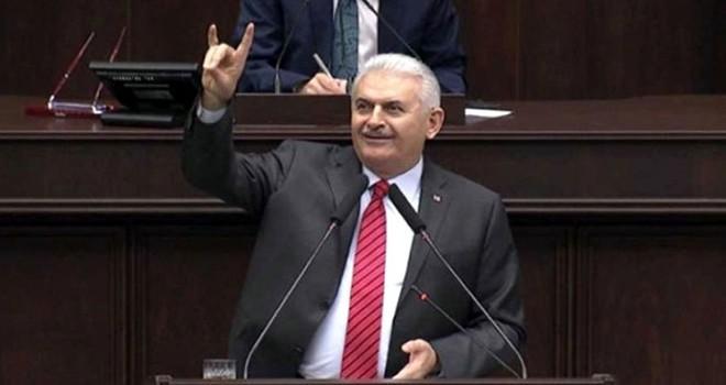 Başbakan Binali Yıldırım'dan bozkurt işareti!