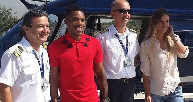 Ünlü futbolcu idmana helikopter ile geldi