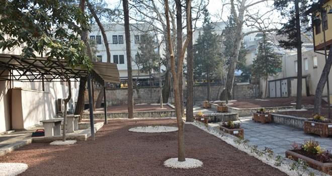 Ulu Cami'nin bahçesinde düzenleme yapılıyor