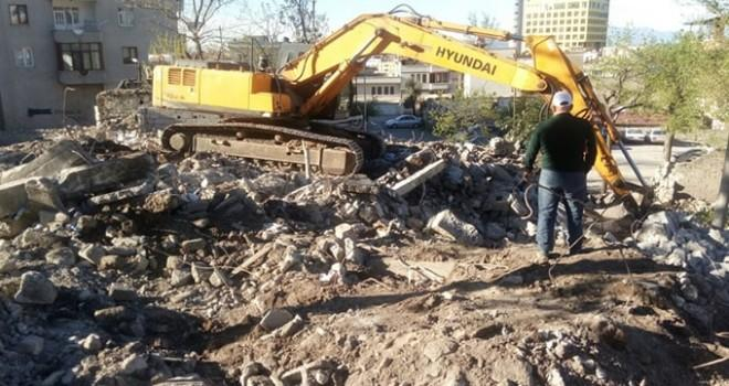 Ulaşım projeleri aşamalarında 30 ev yıkıldı!