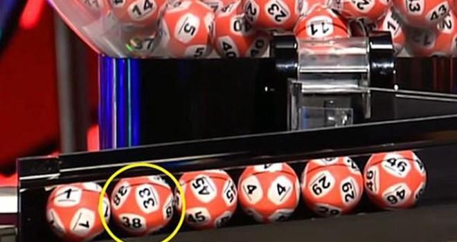 Lotoda aynı topta iki rakam görününce...