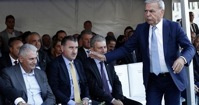 Başkan Kocaoğlu, vatandaşa tepki gösterip programı terk etti