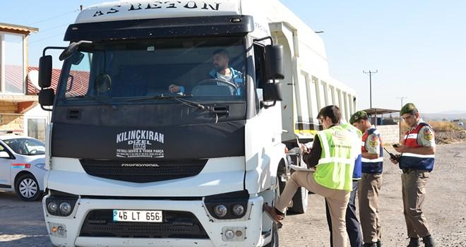 Türkoğlu'nda tonajlı araçlara ceza yağdı!