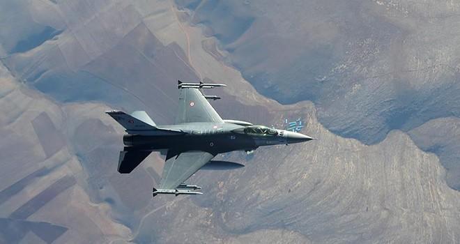 Türk savaş uçakları Bitlis'te hainleri vurdu