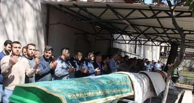 Kahramanmaraş'ta trafik kazasında hayatını kaybeden 5 kişi toprağa verildi