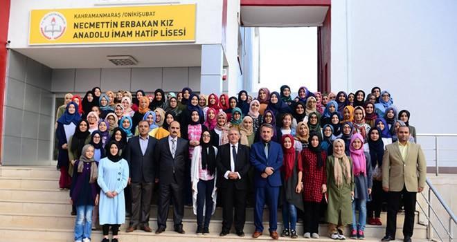 Başkan Mahçiçek Tecrübelerini Öğrencilerle Paylaştı