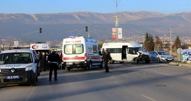 Kahramanmaraş'ta iki öğrenci servisi çarpıştı: 9 yaralı