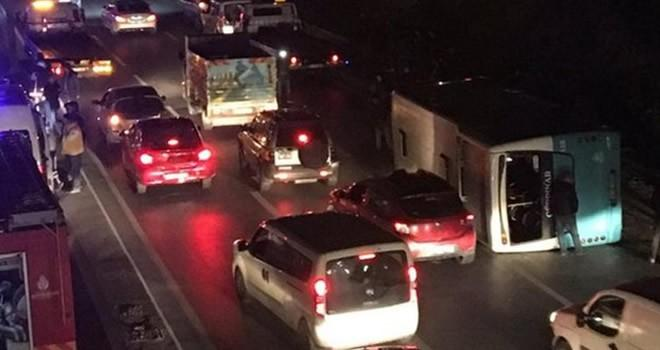 İstanbul'da halk otobüsü devrildi: Yaralılar var!