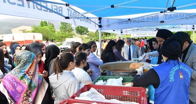 Onikişubat Belediyesi'nden öğrencilere kavurma ziyafeti