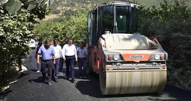 Başkan Erkoç: '150 derece sıcak asfalt döküyoruz'